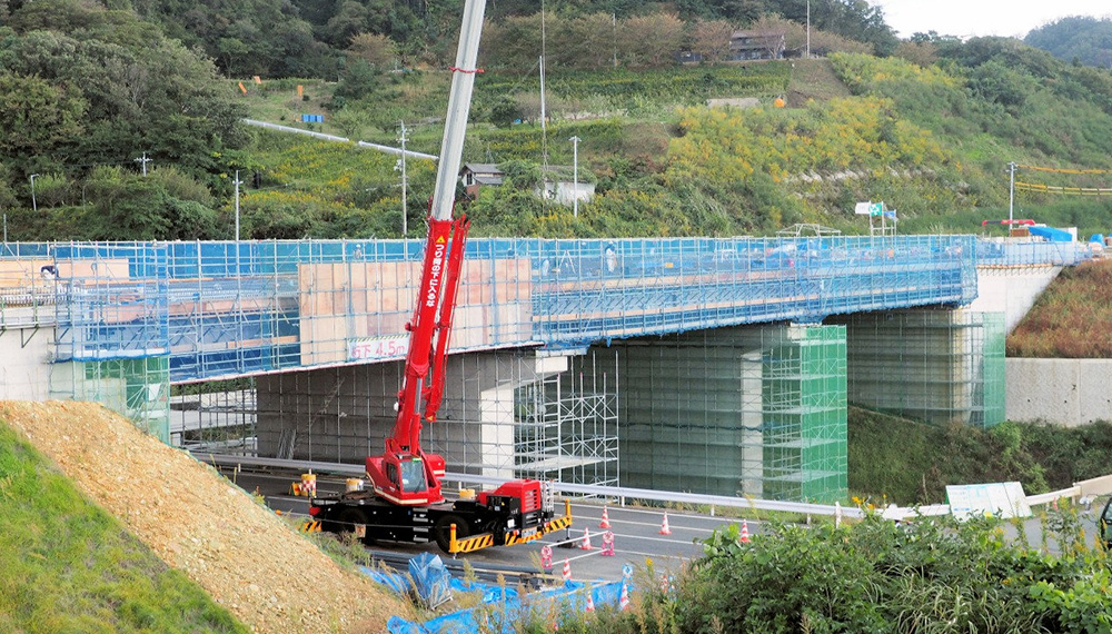 Construction site of the Koryo-Taki PC Bridge superstructure in Izumo City, Shimane Prefecture